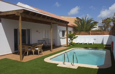Photo for Bright and spacious villa with private pool, barbecue and wifi. Good situation