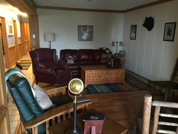 Summit Condo:Steps from the Village in a Charming 3BD/2BA