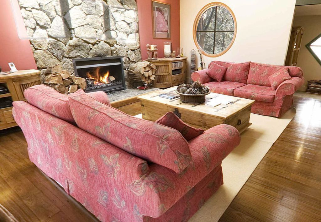Fire Dreaming Fire Dreaming is a architect designed, 5 bedroom ...