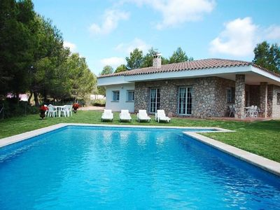 Photo for Villa with pool and 3000m2 garden