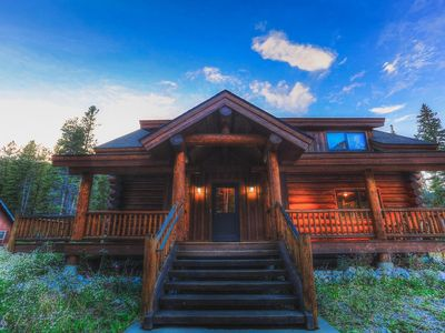 Photo for 'The Wicker Creel' Cabin, 3br, 2ba log home 3 minutes from Breck