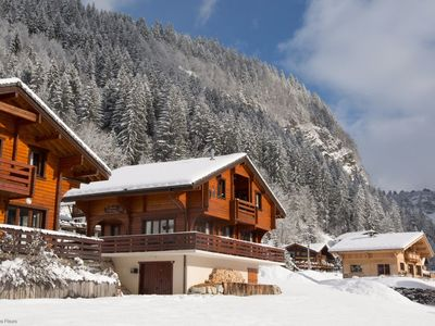Photo for Ideally located ski chalet, 10 mins walk from Super Morzine Telecabine.