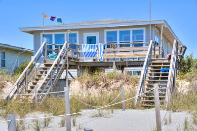 Surprising Oceanfront At Holden Beach Perfect For Small Family And Pet Friendly Too Holden Beach Home Interior And Landscaping Ferensignezvosmurscom