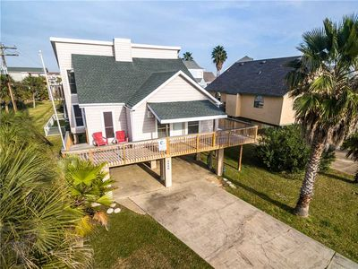Photo for Rileys Retreat - 3BR, 2BA Sleeps 7 - Beachside in Pirates Beach