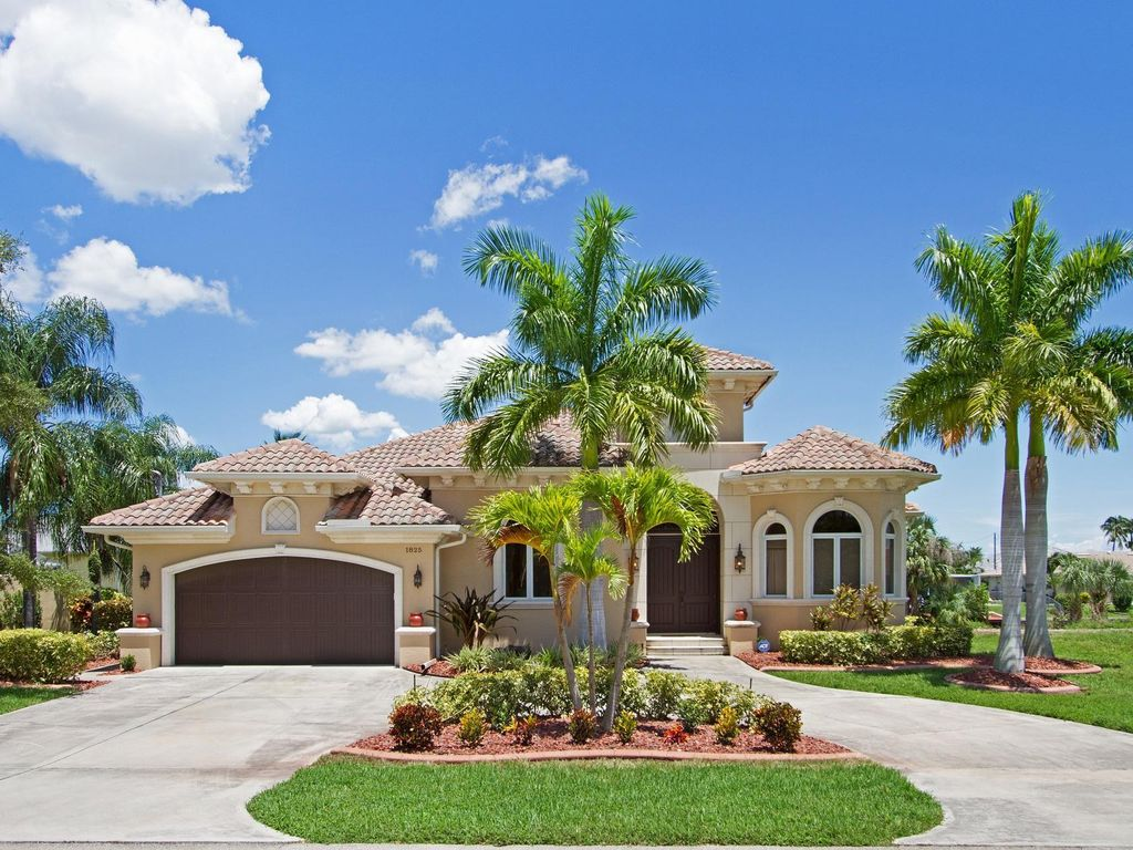 Luxury 5 Bd/3 Bath Waterfront Home Quick... - HomeAway Cape Coral