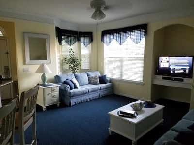 Living room with bay window and Smart/flat TV