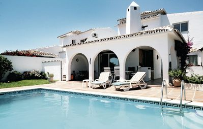 Photo for Magnificent villa close to the sea with pool. Seaview!