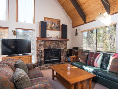 Photo for Spring Special! Charming, pet-friendly home near golf course and a leisurely stroll to the lake.