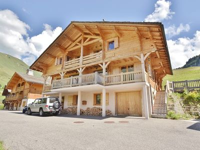 Photo for Stylish 8 bed Chalet for up to 20 at the foot of the slopes!
