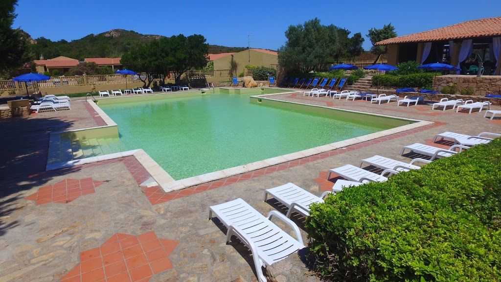Apartment 255 m from the center of costa paradiso with for Garden centre pool in wharfedale