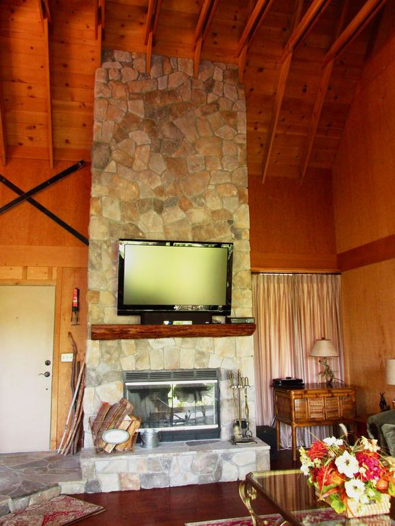 Beautifully Updated MtChalet View Lake P VRBO