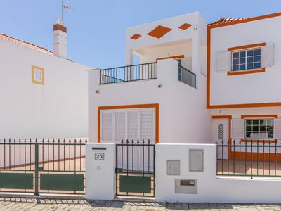 Photo for Villa with private pool and patio 450m from the beach
