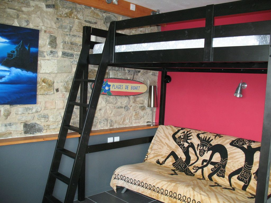 studio in basque house gu thary biarritz basque country. Black Bedroom Furniture Sets. Home Design Ideas
