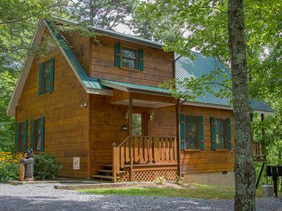 Photo for Peaceful, Cozy, Pristine Cabin  10 min. from all attractions!