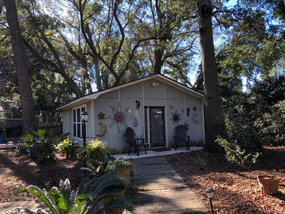 Photo for Clever, Cute, Close (8 min. from Downtown Charleston) and Clean!