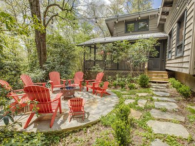 """Photo for """"Dolly Lodge"""" - Private 2.5 Acres /Mid-Century Architecture -Walk To Mirror Lake"""