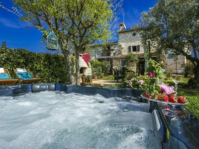 Photo for Charming holiday home with private pool and jacuzzi, 7 km from Porec and beach
