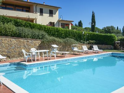 Photo for Villa il Borraccio - Apartment Ciclamino, with swimming pool overlooking the Chianti area