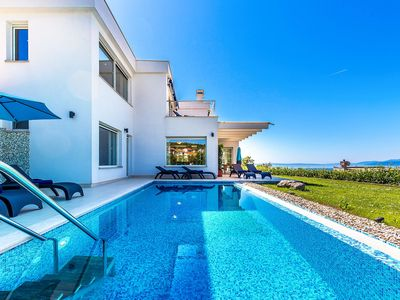 Photo for Stunning private villa for 10 guests with WIFI, private pool, A/C, TV and parking