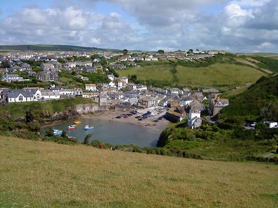 Port Isaac Harbour from cliff walk