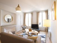 beautiful, bright, spacious, fresh and elegant apartment in the heart of Toulouse