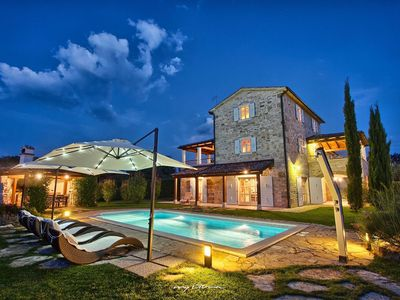 Photo for Beautiful stone villa with pool near Poreč