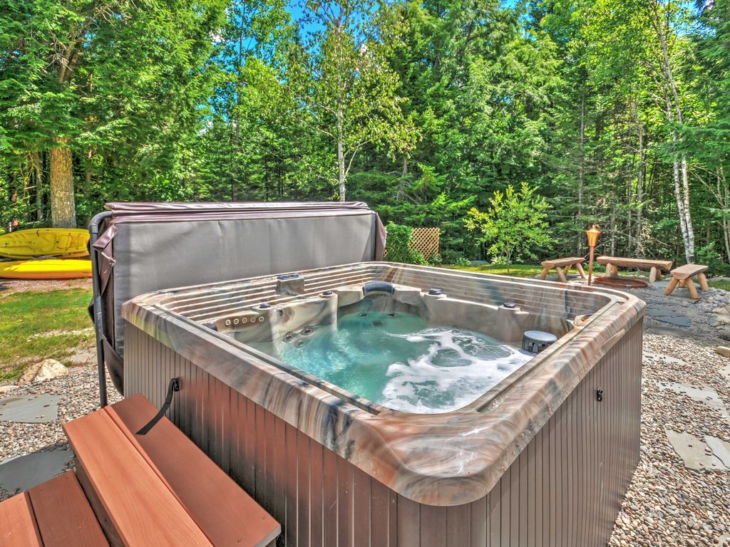 3br east machias cabin with w hot tub east machias for Cabin rentals in maine with hot tub