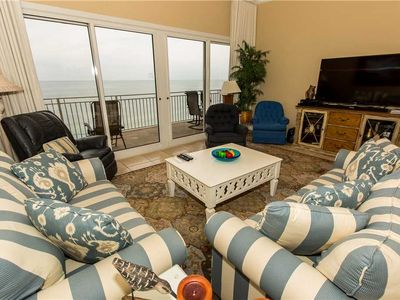 Photo for Vibrant 10th Floor Unit With Spacious Kitchen Island And Beautiful Balcony