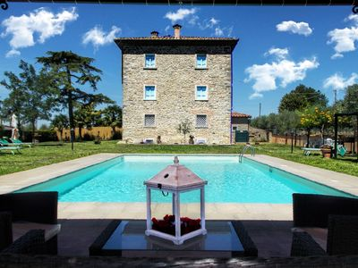 Photo for Private Villa with A/C, WIFI, private pool, TV, veranda, pets allowed, parking, close to Cortona