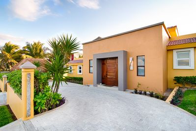 Luxury Ocean front 4 BR/ Villa with Large Heated Pool w/ Views - Isla  Mujeres