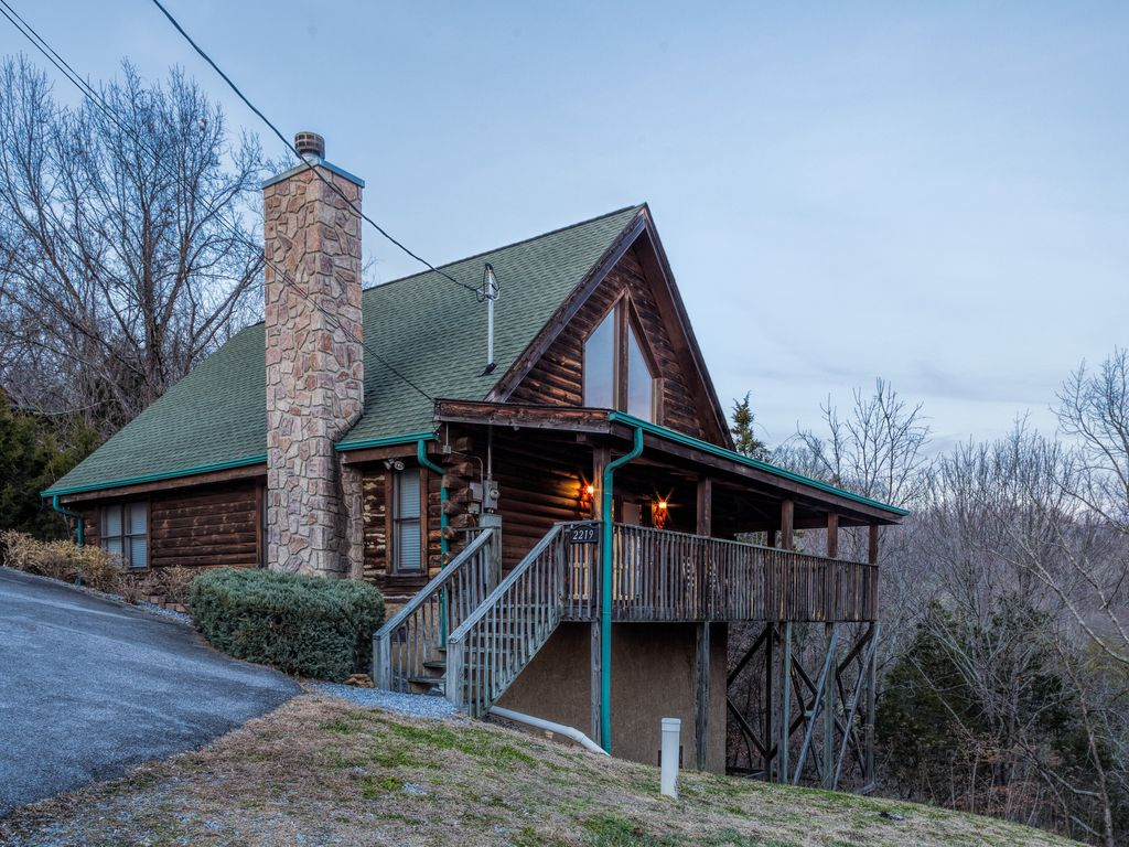 The cabin at eagle feather beautiful 2 be vrbo for Eagles view cabin sevierville tn