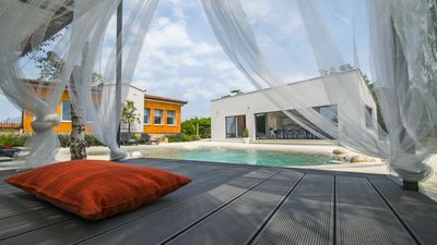 Photo for Villa with hydromasagge pool. Children welcome.
