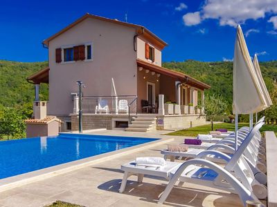 Photo for Villa with private pool, covered terrace, wifi, parking, air conditioning