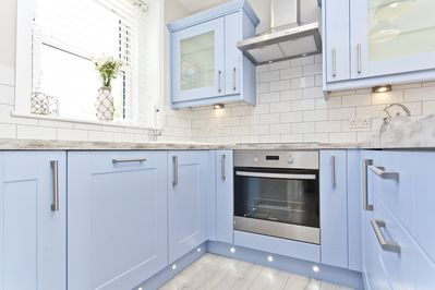 Fully fitted kitchen with all mod cons!