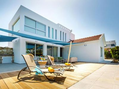 Photo for Villa Med. Coast Deluxe, Argaka inklusive Mietwagen  in Um Paphos - 7 persons, 3 bedrooms