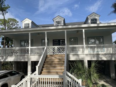 Photo for 2 minutes to the beach. Golf cart & 2 amenity cards included with weekly rental