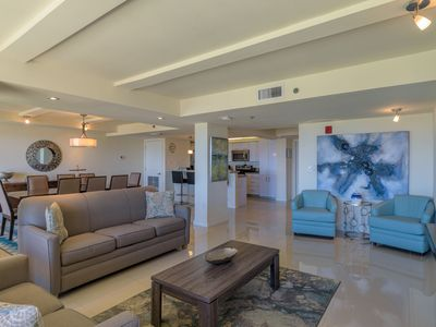 Photo for Vacation state of mind! Elegant Bayview, beachfront resort, shared pools & jacuzzi. Pet friendly