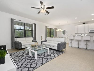 Photo for Luxury 6 bedroom home 10 minutes from Disney