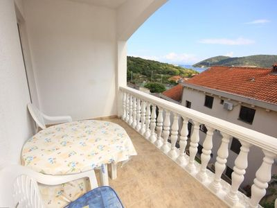 Photo for One bedroom apartment with terrace and sea view Vis (A-8531-d)