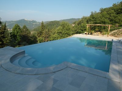 Infinity pool with views towards Montone