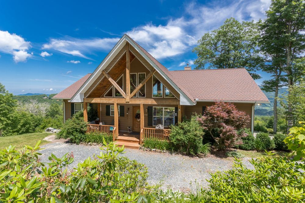 A point of view luxury 5br 3ba pool table stunning 30 mile for Table rock nc cabins
