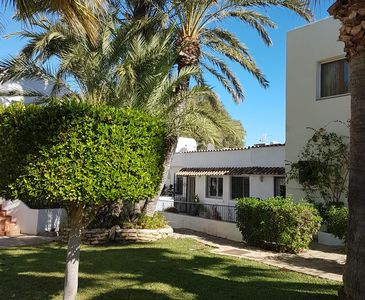 Photo for A spacious 3 bed villa overlooking the beach, minutes from all amenities
