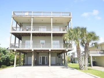 Close to the beach. Spacious & bright with gorgeous views from 3rd decks.