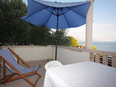 Photo for Two bedroom apartment with terrace and sea view Puntinak (Brač)