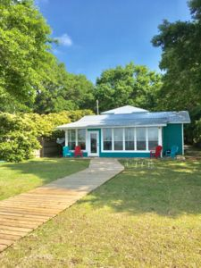 Photo for 3 Bedroom/2 Bath Cottage with Pier on Mobile Bay
