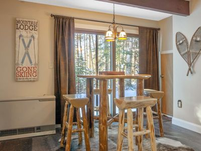 Beautifully furnished family condo.  Walk to Town Square, Athletic Club. Hiking Trails. Pet friendl
