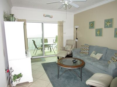 Living room and access to the balcony/ view of the beach