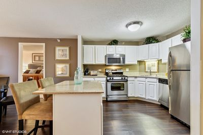 Pleasant Magnificent Mile 2 Bedroom High Rise Living Near North Side Home Interior And Landscaping Eliaenasavecom