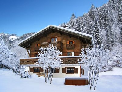 Photo for Chalet Isobel - Stunning luxury chalet. Sleeps 8. Close to Linga lifts + slopes