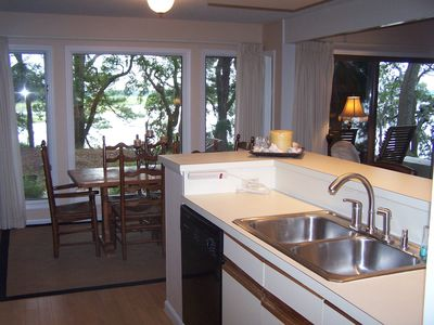Fully stocked kitchen, dinning for 6 people with 4 bar leather bar stools